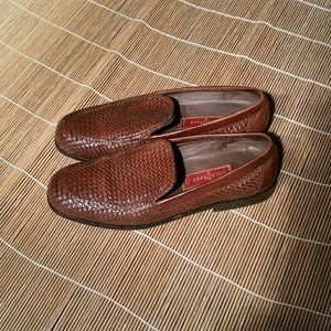 Cole Haan Brown Loafer. 9AA